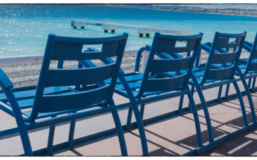 chaise-bleue-promenade-des-anglais