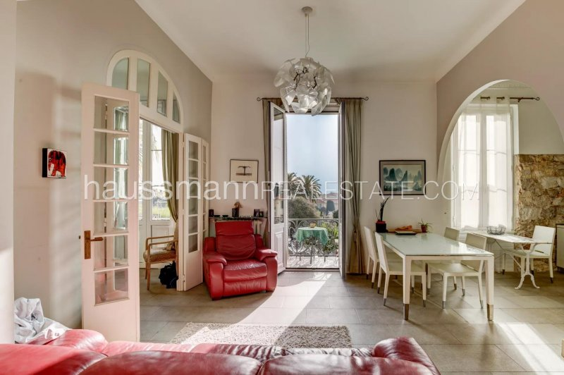 2/3 rooms sea view in belle epoque historical residence