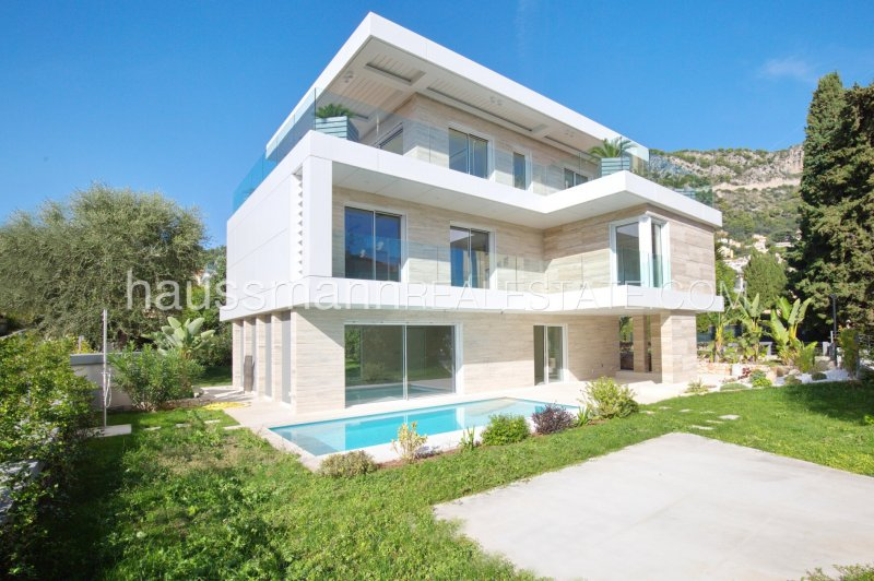 brand new house in town with pool, at 2 steps from port and beaches