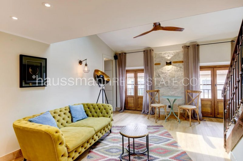 charming apartment in trendy area