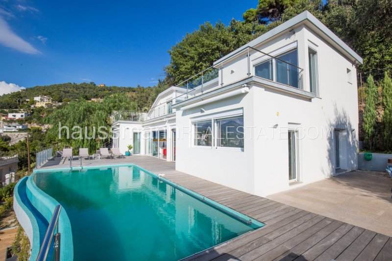 contemporary new villa in quiet residential area