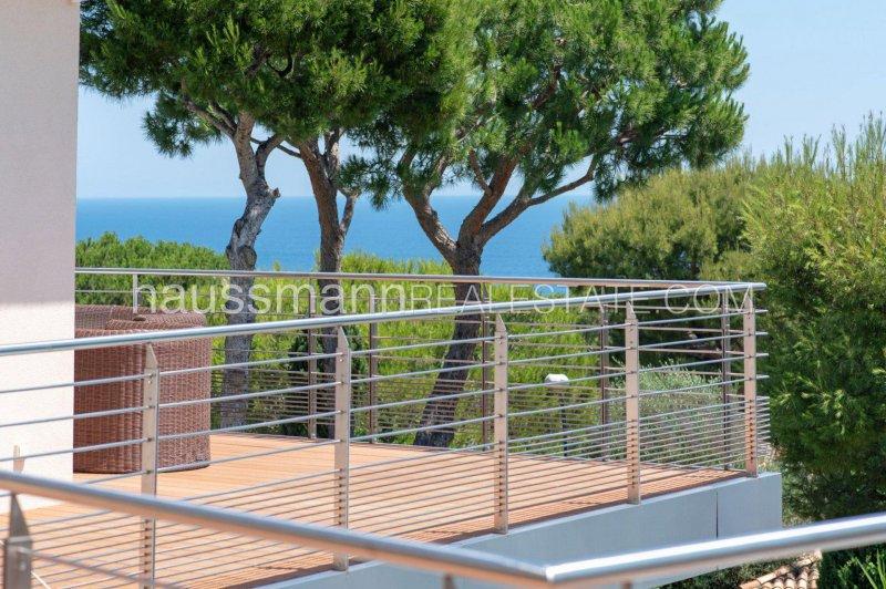contemporary villa close to grand hotel