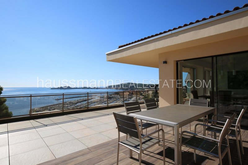 cosy panoramic sea view apartment at only 2 steps from beaches and harbor