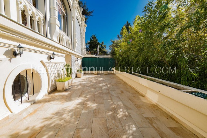 duplex of 144 m2 with terraces and garden