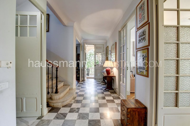 elegant mansion in the heart of town, 2 steps from beaches, 10 minutes from monaco