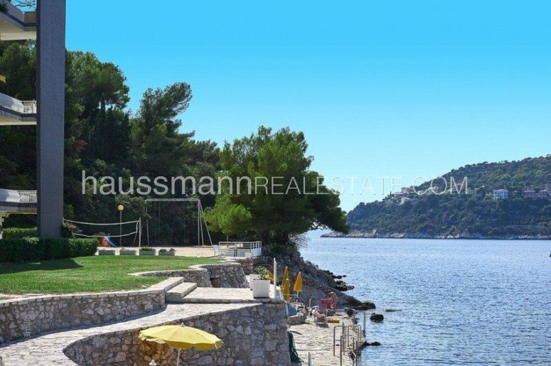 facing the sea 2 bedrooms apartment in a secure residence