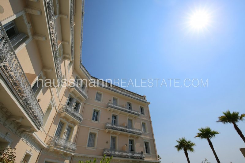 in a center town residence with pool , 1 bedroom renovated apartment