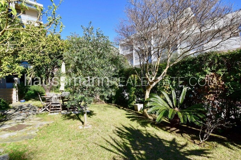 large 2 bedrooms with garden in center town