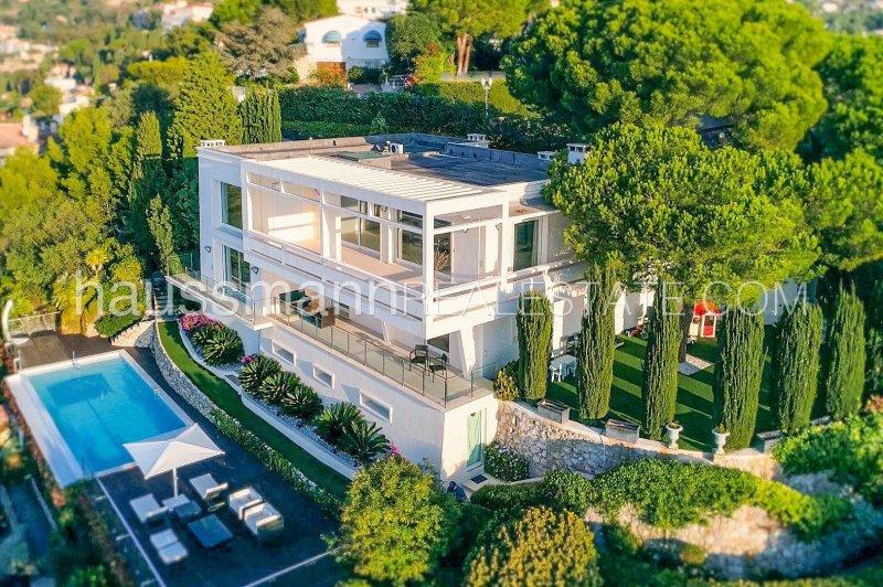 le corbusier style villa overlooking monaco