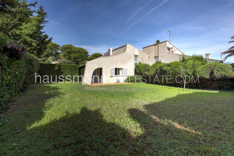 lovely house in the heart of the greenery of cap ferrat