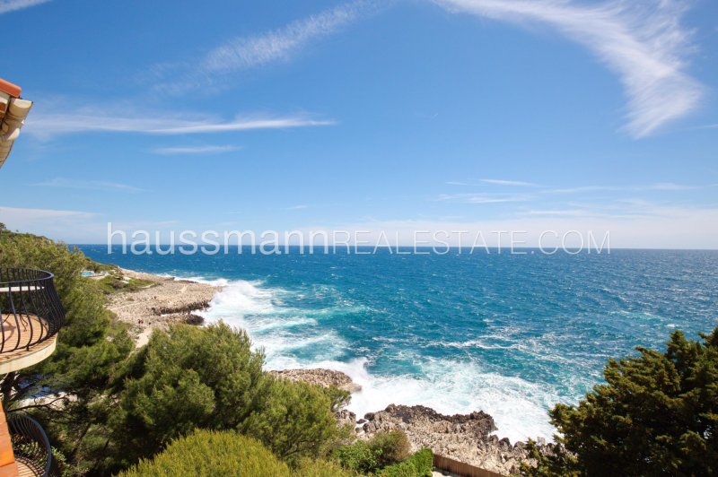lovely provençal villa facing the sea with swimming-pool
