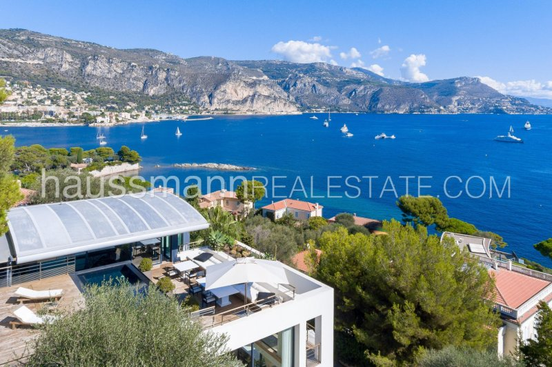 luxurious and modern villa with panoramic sea view