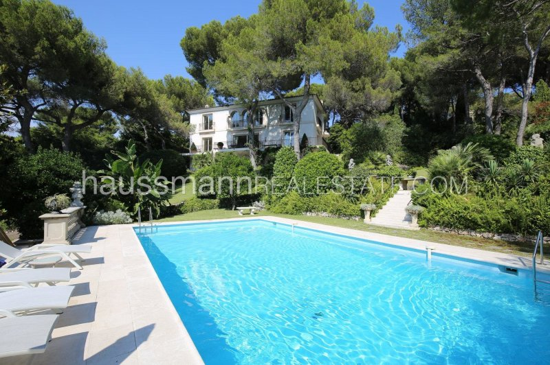 magnificient property with privacy and panoramic sea view