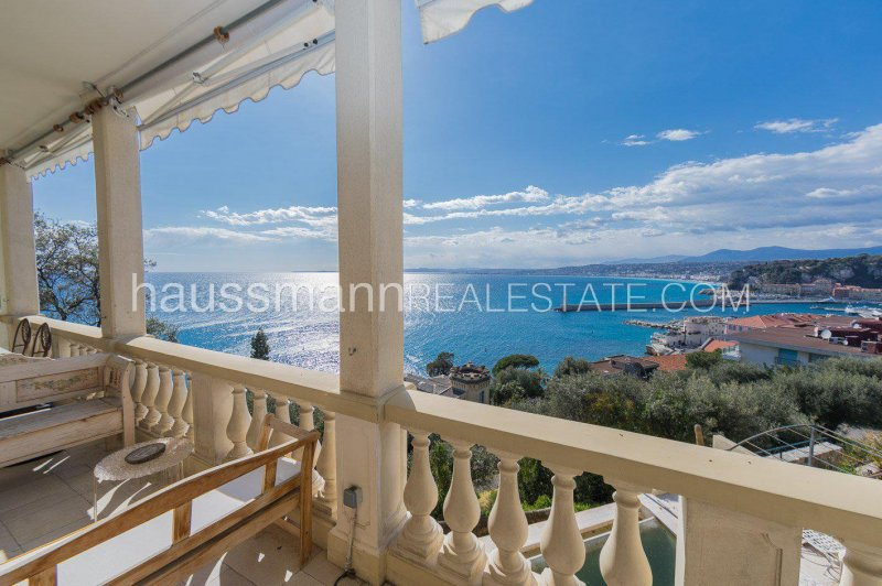 mansion overlooking the baie des anges