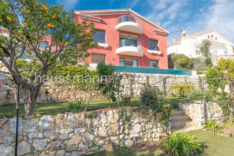 new furnished villa overlooking the bay and the cap