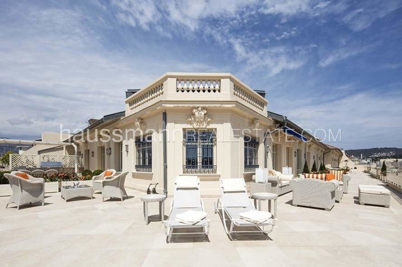 penthouse of 300 m2 in front of the negresco with terrace of 380 m2