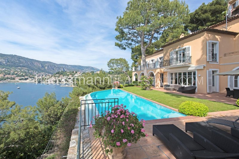 provencal property with private access to the sea