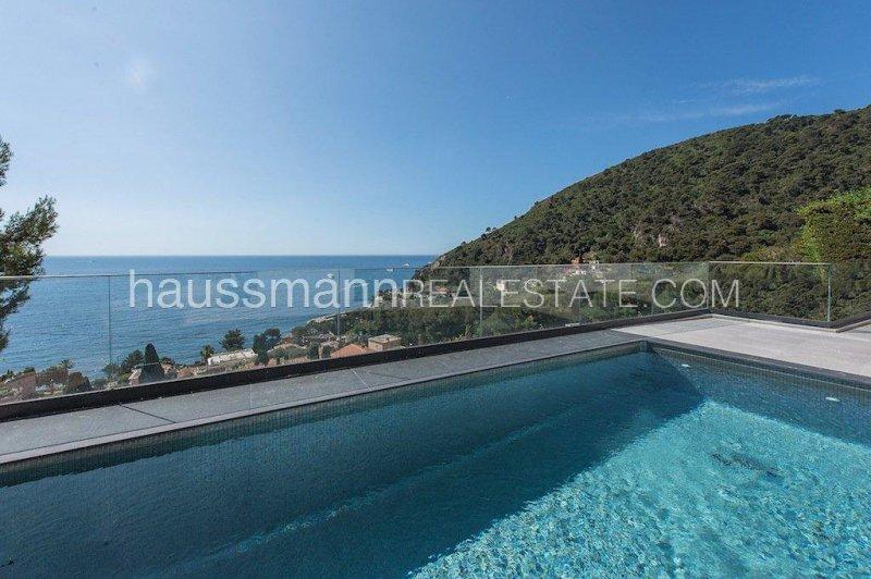 recently built contemporary villa close to the beach