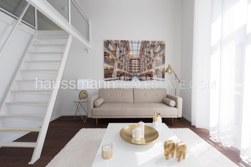 renovated 1/2 bedroom in the carré d'or