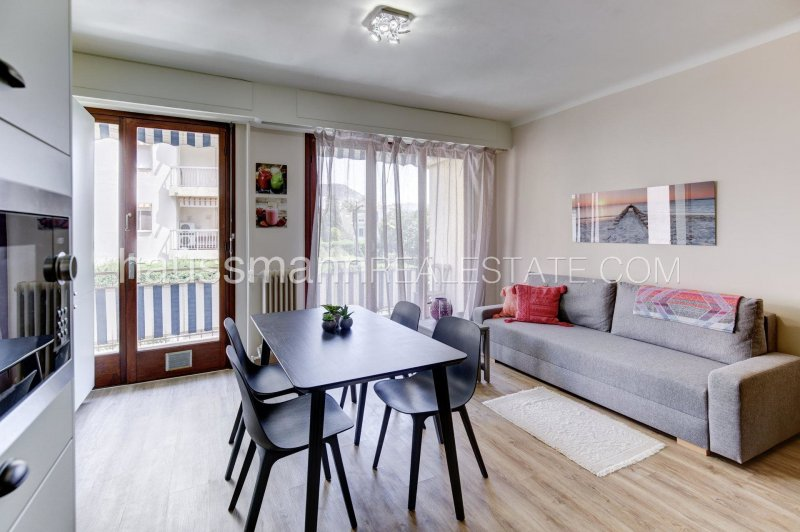 renovated apartment at only 100 meters from beaches, shops and beaches