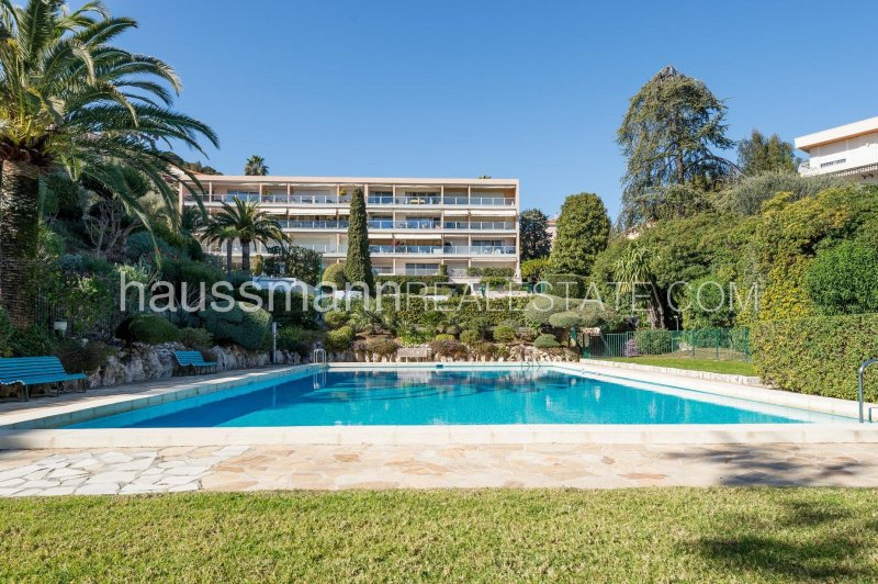 residence with gardens, pool and tennis courts