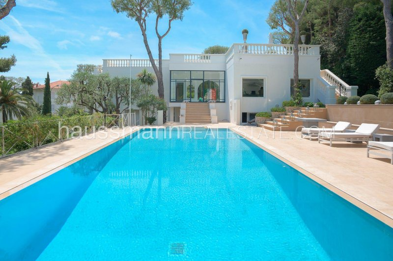sea view contemporary house with swimming-pool