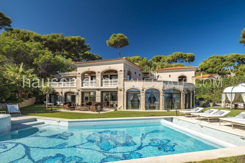 watersedge property with sea view